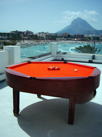 Curly Round Pool Table